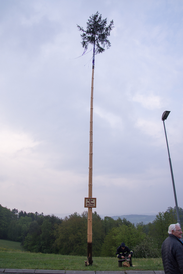 Der Maibaum steht!